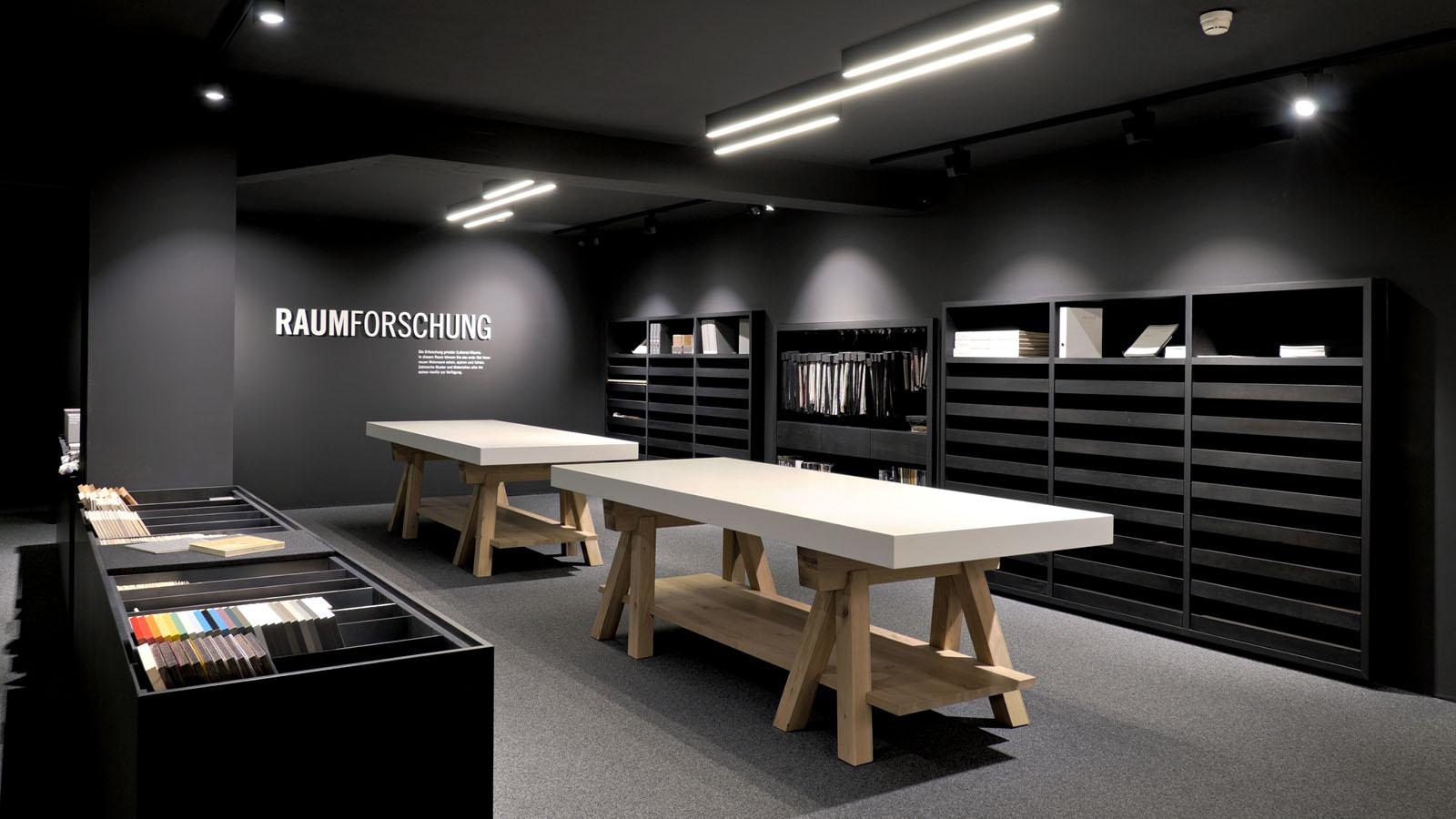 Im Showroom von Aufschnaiter St.Johann gibt es eine Auswahl an Materialvorlagen