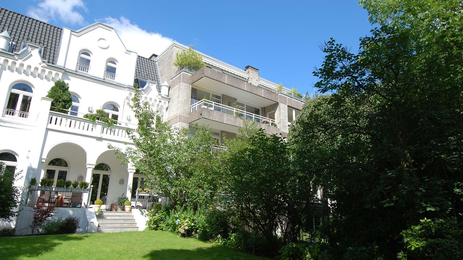 hamburg uhlenhorst penthouse mit wundersch ner terrasse streifzug media gmbh. Black Bedroom Furniture Sets. Home Design Ideas