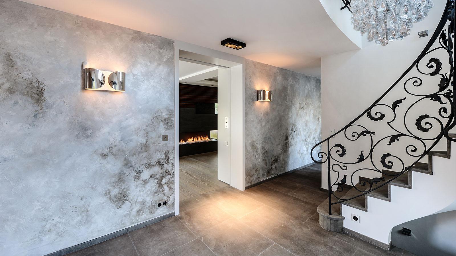 Betontechnik An Wänden, Böden, Die Beispielsweise Im Bad Ohne Fugen In Die  Wand übergehen, Und Extravagante Oberflächentechniken Geben Jedem Raum Ein  ...