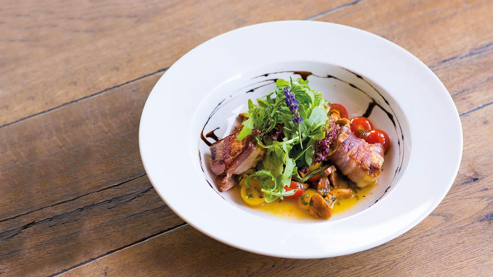 Gemischter Salat mit Ziegenkäse im Speckmantel - Penzinghof - Oberndorf in Tirol