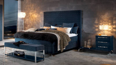 Schlafzimmer Farben sollen zum genießen einladen, wie hier in diesem Schlafzimmer mit Möbeln in Trendfarbe Blau