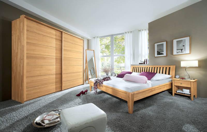 Edles Schlafzimmer mit Naturmöbeln