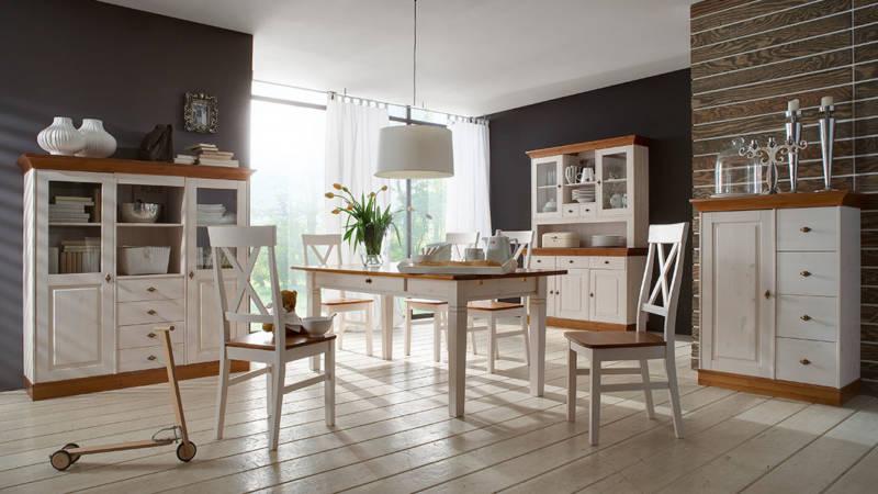 Küche mit Naturmöbeln im cleanen Design