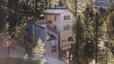 """Bauherrenpreis der Zentralvereinigung der ArchitektInnen Österreichs 2018: Häuser im Wald. """"Hollmann am Berg"""", Kärnten, Turracher Höhe. Fotos: © Gernot Gleis"""