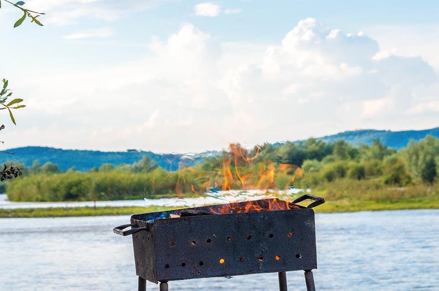 Gas oder Holzkohle – Luxusgrills können mehr als nur BBQ