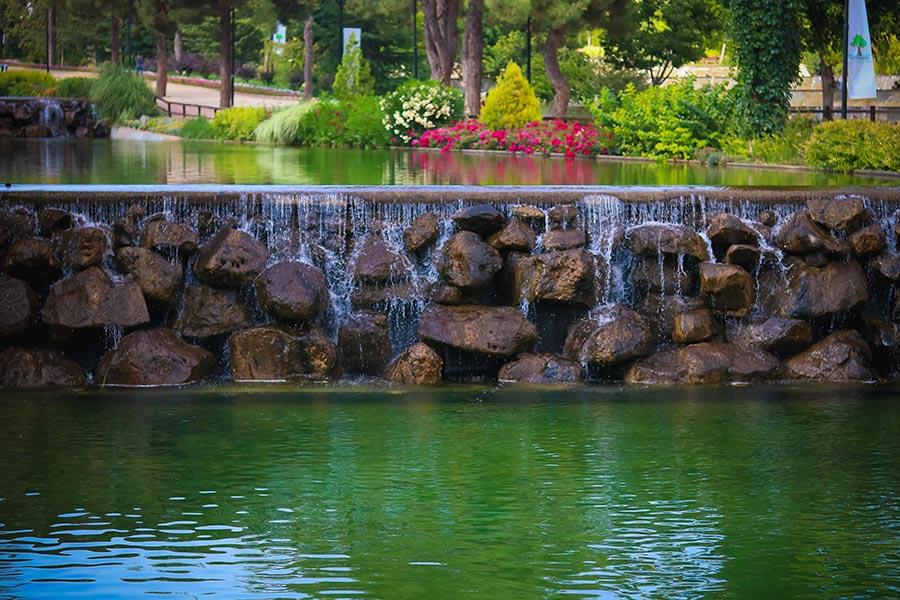 Wer will ihn nicht, den atemberaubenden Garten samt Pool?