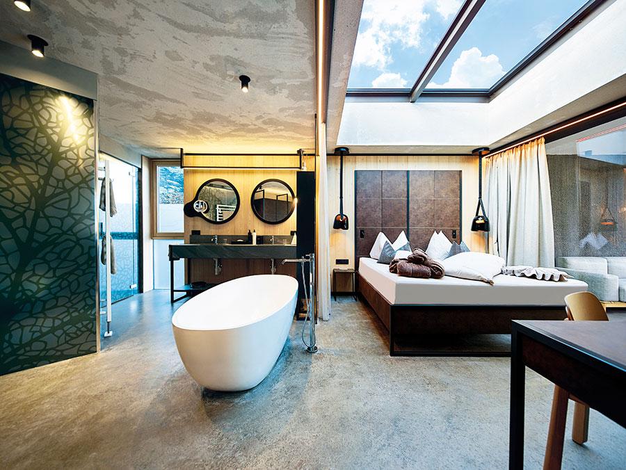 Suite im DolceVita Resort Lindenhof, Freihstehende Badewanne, heimische Hölzer wie Eiche oder Lärche uvm