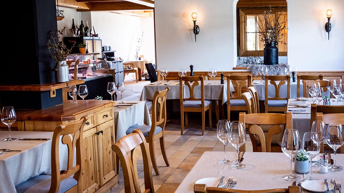 Im Restaurant Sonneck in Ellmau am Wilder Kaiser wartet eine gemütliche Gaststube auf Sie.