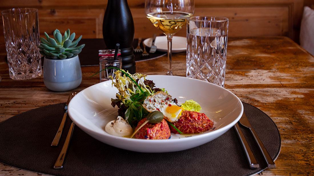 Regionale Küche und hohe Kochkunst. Das ist die Kombination vom Restaurant Sonneck in Ellmau am Wilder Kaiser. Foto: Marc Egger
