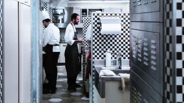 Hier kocht der Chef persönlich. Nicola Saera im Hotel La Perla, Corvara, Südtirol.