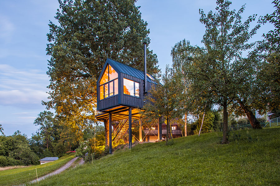 Mit einem voll ausgestatteten Baumhaus werden Kindheitsträume wahr.