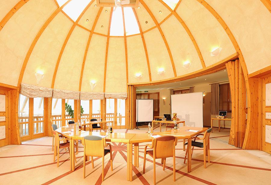 Minihäuser werden besonders im Tourismus vielfältig genützt. Hier als luftiger Seminarraum.