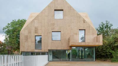 Das Korkenzieher Haus von rundzwei Architekten (Berlin) ist eines der spektakulärsten aktuellen Beispiele für Luxuswohnbau und Nachhaltigkeit. Quelle: rundzwei Architekten, Bild: Gui Rebelo