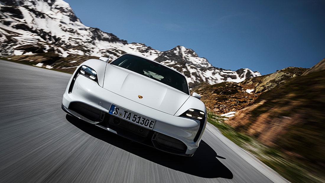 Porsche Taycan Turbo S: Vollelektrisches Flaggschiff mit Allradantrieb und Doppelsieger bei den World Car Awards 2020