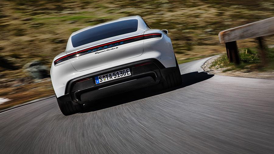 Porsche Taycan Turbo S: kompromisslos moderne, digitale Bequemlichkeit, alltagstaugliche Allrad-Funktionalität. © 2020 Dr. Ing. h.c. F. Porsche AG