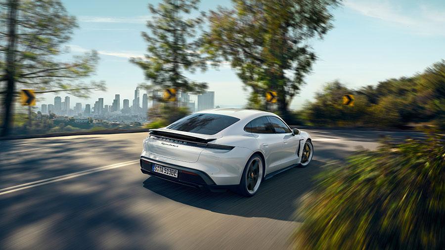 Der Porsche Taycan gewinnt zwei Awards.
